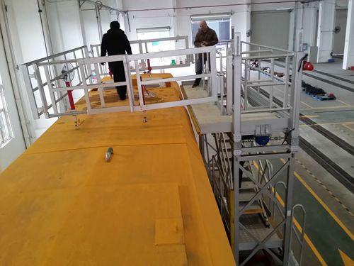 train roof maintenance platform