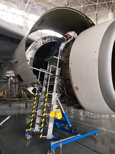 engine cowl maintenance stand