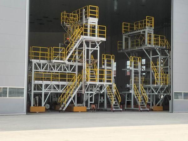 aircraft tail dock platform with extending panel
