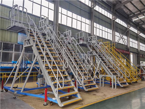 wide body aircraft door access platform