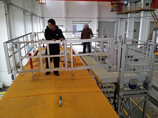 rail roof platform with folding safety guardrail